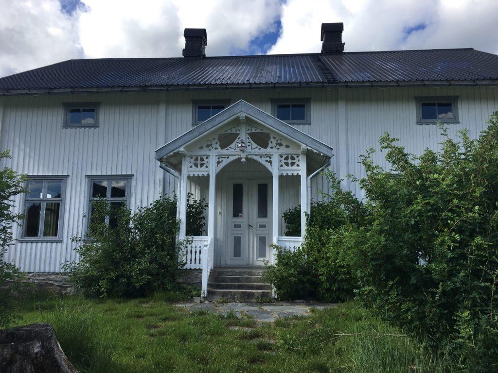 Skjeggenes gård i hvitt
