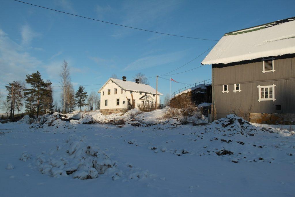 Historiske spor i hvitt og grått på Skjeggenes gård - Historiske Hus