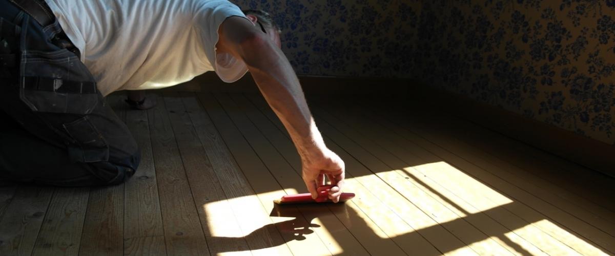 Lars maler gulv