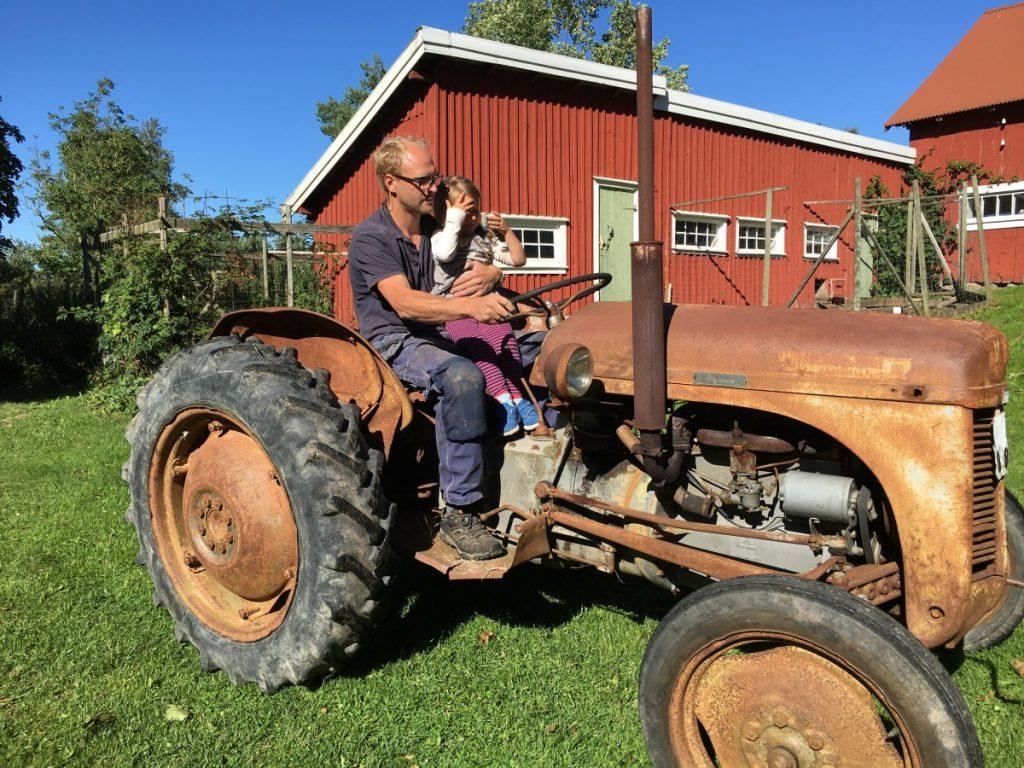 Far og datter på en gammel Grolle