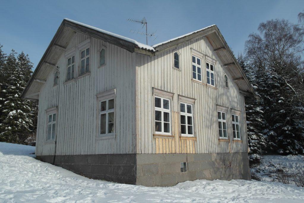 Sliten bygning på Ånnerød