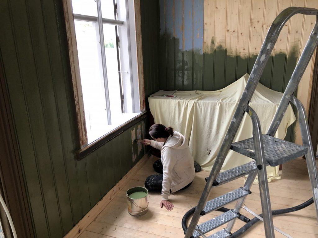 Victoria maler med linoljemaling