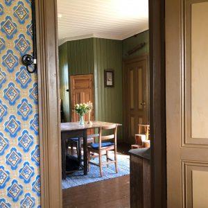 Kikke inn på det gammeldagse kjøkkenet på Skjeggenes